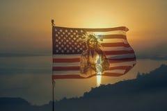 Nationaly flaga amerykańska z hindusem w zmierzchu zdjęcie royalty free