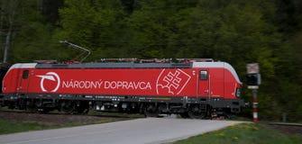 Nationell bärare av slovakiska järnvägar - rörliga Siemens arkivbild