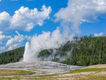 nationell gammal park yellowstone för trogen geyser fotografering för bildbyråer