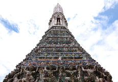 Nationell gränsmärke av den Arun templet Arkivbilder