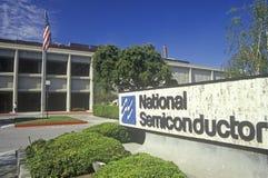Nationell halvledarebyggnad, tekniskt avancerad firma i Sunnyvale, Kalifornien Royaltyfria Foton