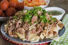 Nationell maträtt för Kazakh av kött och deg - Beshbarmak royaltyfri bild