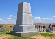 Nationell monument för Little Bighornslagfält, MONTANA, USA - JULI 18, 2017: Turister som besöker nolla för monument för Little B Royaltyfria Foton