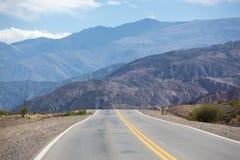 Nationell rutt 40 i nordliga Argentina Arkivfoto