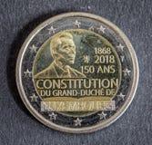 Nationell sida av myntet för euro som två utfärdas av Luxembourg på en svart bakgrund 2018 Arkivfoto