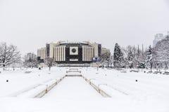 Nationell slott av kultur, Sofia, Bulgarien som täckas med snö royaltyfri fotografi