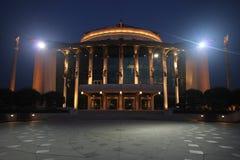 Nationell teater av Budapest på natten Royaltyfri Fotografi