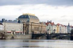 Nationell teater Prague på floden Vltava Arkivfoton