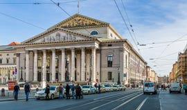 Nationell teater som bygger ans Maximilian Strasse i Munich, bakterie Royaltyfri Fotografi