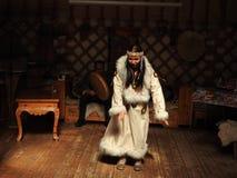 Nationell traditionell garnering av taket och v?ggarna av den mongoliska Yurten Tappningv?vmodeller Garneringen av Yurten royaltyfri foto
