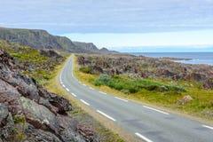 Nationell turist- rutt till Hamningberg i Finnmark, nordliga Norge Royaltyfri Fotografi