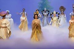 Nationella dräkter med särskiljande särdrag-person som tillhör en etnisk minoritet minoritet-epos dansar ` för prinsessa för dram arkivfoto