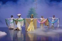 Nationella dräkter med särskiljande särdrag-person som tillhör en etnisk minoritet minoritet-epos dansar ` för prinsessa för dram arkivbild