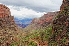 Nationella park-S Kant-ljusa Angel Trail för AZ-tusen dollar kanjon fotografering för bildbyråer
