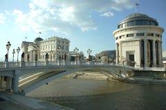 Nationellt arkeologimuseum och den finansiella polisen i Skopje, Makedonien Fotografering för Bildbyråer