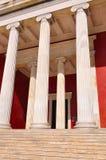Nationellt arkeologiskt museum i Aten, Grekland. Kolonnad på Royaltyfri Fotografi
