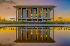 Nationellt arkiv av Australien, Canberra - på skymning Arkivbilder