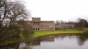 Nationellt förtroendeLyme hus på den maximala områdesnationalparken i England arkivfilmer