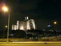 Nationellt hotell för Kuba & Habana Libre hotell på natten. Arkivbild