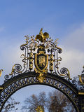 Nationemblem av Republikenet Frankrike på en dekorerad metalldoo Royaltyfri Fotografi