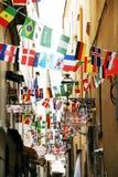 Nationer för flaggor allra i den Sorrento Italien stadskärnan Royaltyfri Fotografi