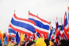 Nationflagga av Thailand, thailändska Anti--regering personer som protesterar i Bangkok, Thailand Royaltyfri Fotografi
