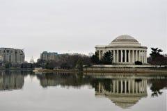 Nationhuvudstadbyggnad och Jefferson Memorial arkivbild
