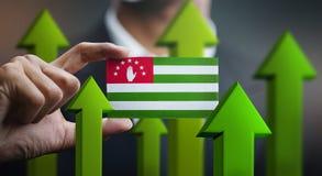 Nations-Wachstums-Konzept, grünen herauf Pfeile - Geschäftsmann Holding Car stockfoto