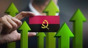 Nations-Wachstums-Konzept, grünen herauf Pfeile - Geschäftsmann Holding Car lizenzfreie stockbilder