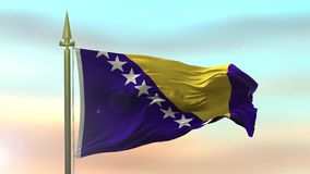 Nationsflagga av Bosnien som vinkar i vinden mot ultrarapiden för solnedgånghimmelbakgrund