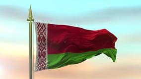 Nationsflagga av Vitryssland som vinkar i vinden mot ultrarapiden för solnedgånghimmelbakgrund