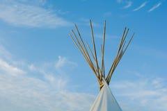 Native American-Tipi op de Prairies bij Zonsondergang stock afbeeldingen