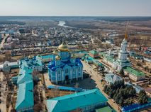 Natividade de nossa senhora Monastery e catedral do ícone de Vladimir da mãe do deus em Zadonsk, região de Lipetsk fotografia de stock