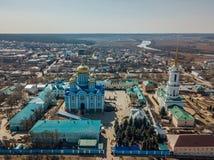 Natividade de nossa senhora Monastery e catedral do ícone de Vladimir da mãe da opinião aérea do deus, tomada pelo zangão fotografia de stock royalty free