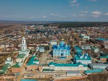 Natividade de nossa senhora Monastery e catedral do ícone de Vladimir da mãe da opinião aérea do deus, tomada pelo zangão foto de stock royalty free
