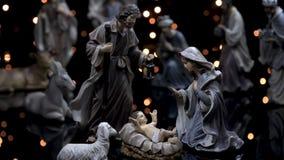 A natividade figura o comedoiro do Natal da cena com luzes filme