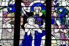 A natividade: o nascimento de Jesus Christ no vitral Imagens de Stock Royalty Free