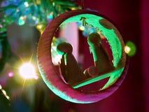 Nativité d'ornement et de lumières de vacances Photographie stock libre de droits