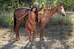 Nativo americano y su caballo fotos de archivo