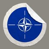 NATO-Flagge auf einem Papieraufkleber Lizenzfreie Stockbilder