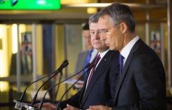 NATO-WSKA sekretarka generał Jens Stoltenberg i prezydent Ukraina - Obraz Royalty Free