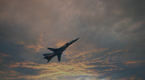NATO-WSKI: Obraca się przeciwko Bombowiec Rosyjska siły powietrzne Zdjęcia Stock