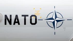 NATO-WSKI teksta i loga Sentry samolot Zdjęcia Stock