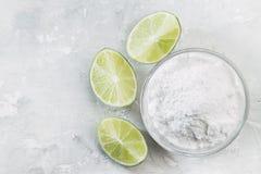 Natriumbikarbonat och citron royaltyfria bilder