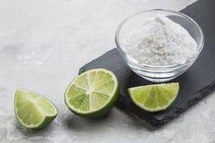 Natriumbikarbonat och citron fotografering för bildbyråer