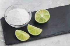 Natriumbikarbonat och citron royaltyfri bild