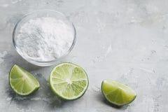 Natriumbikarbonat och citron royaltyfri foto