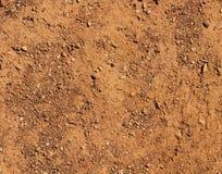 Natürlicher Hintergrund des trockenen Geländebraunbodens Stockfotos
