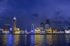 Natt av Huangpu River i Shanghai Royaltyfria Bilder