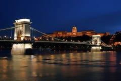 natt för 10 budapest lampor Fotografering för Bildbyråer